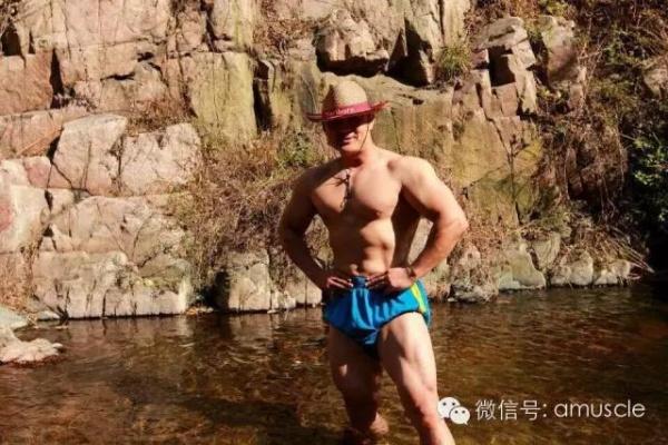 你能找一个身材比他更棒的体育老师吗?