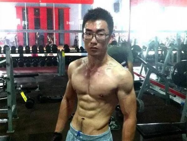 单薄的中国式青少年到肌肉饱满的型男变形记
