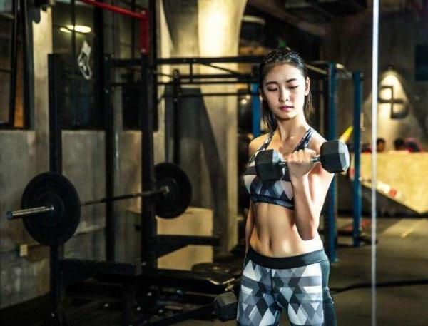 如何在家练出好身材?坚持这7个健身动作,帮你实现强人梦!