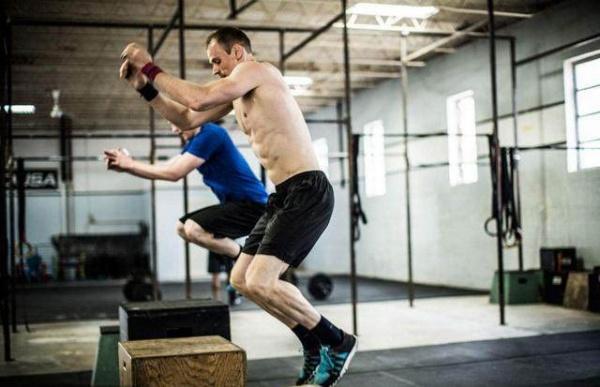 又到练腿日,考验技巧与灵活的跳箱训练,挑战自己的跳高极限