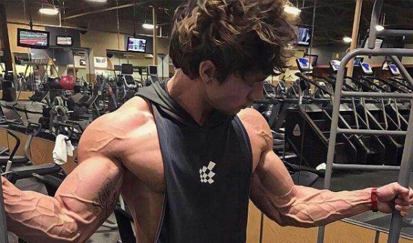 手臂增肌不知道怎么练?四个动作,助你打造强大的上肢