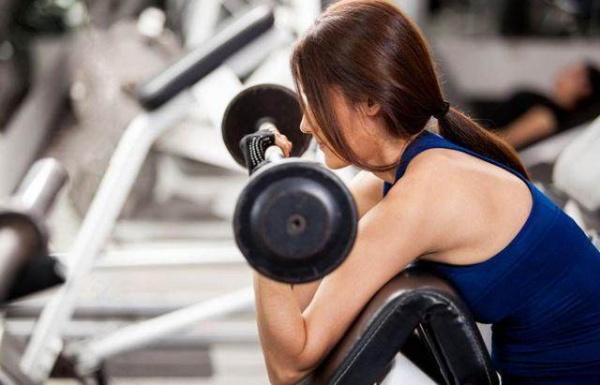 小重量与大重量训练区别在哪里?如何把握好肱二肱三的训练度