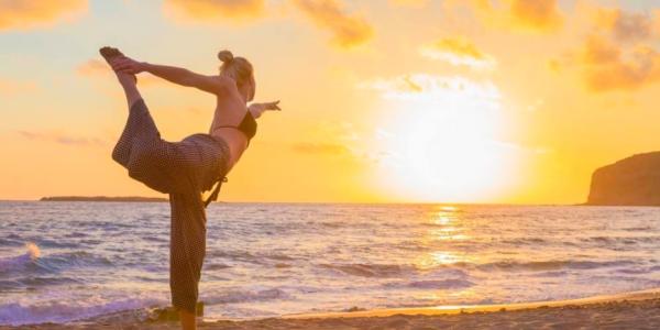 """9个经典瑜伽体式帮你缓解肩颈疼痛,让你远离""""含胸驼背"""""""
