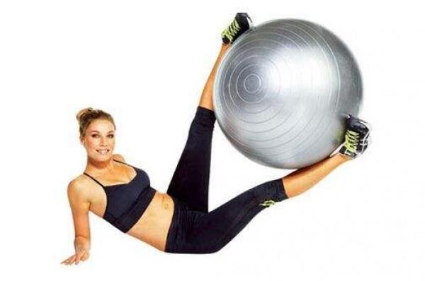 瑞士球的正确运用——练腹肌、练翘臀以及练手臂