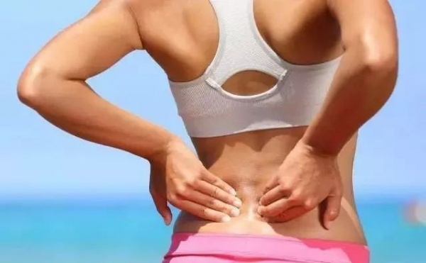 久坐伏案人群的救星:六个动作帮你缓解下背部疼痛
