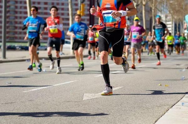 普通跑者如何才能顺利跑完一次半程/全程马拉松?