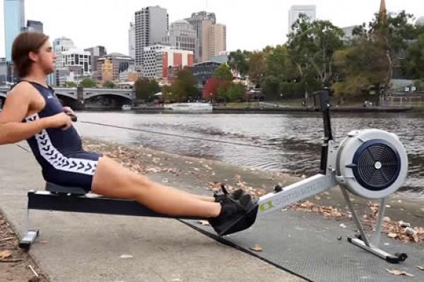 使用划船机能减肚子吗