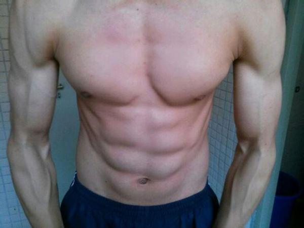 不去健身房照样可以练出健硕的肌肉!