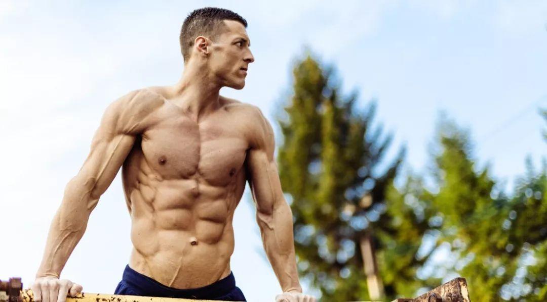 三角肌前平举4个常见错误 减肥塑形 第3张